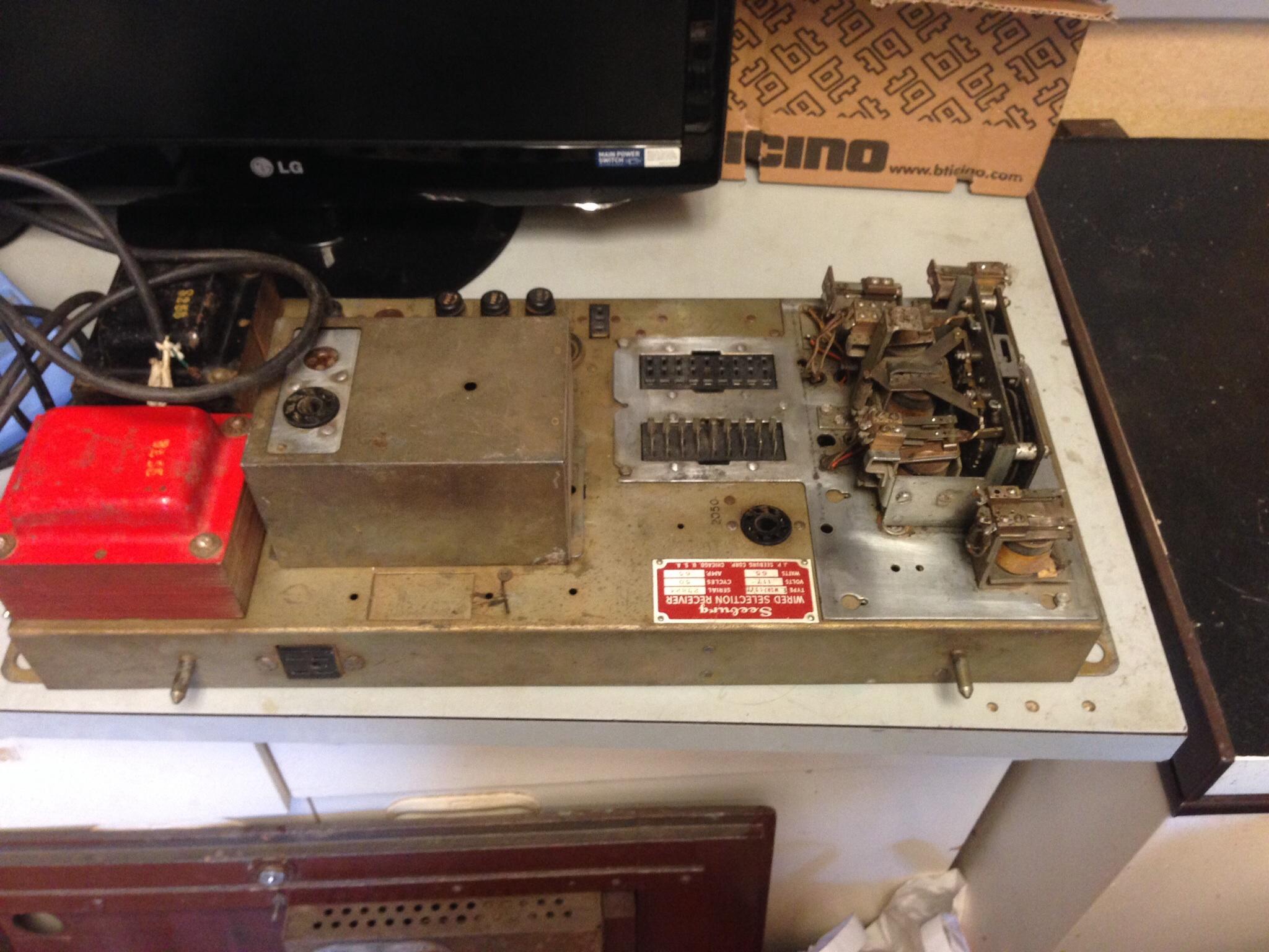 Schema Elettrico Jukebox Seeburg : La riparazione del flipper jukebox seeburg hf r